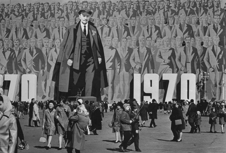 """Величественное панно """"Ленин, партия, народ едины"""". Ленинград, Дворцовая площадь. 1970"""