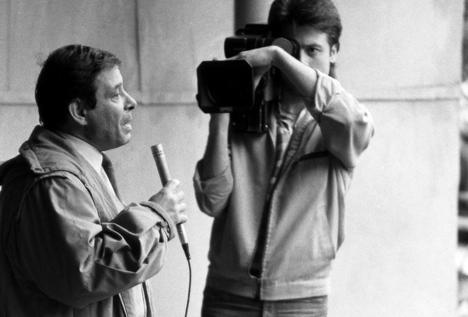 Выступление Дмитрия Мачинского. Юсуповский сад, 14.06.1988. Фото В. Меклера.