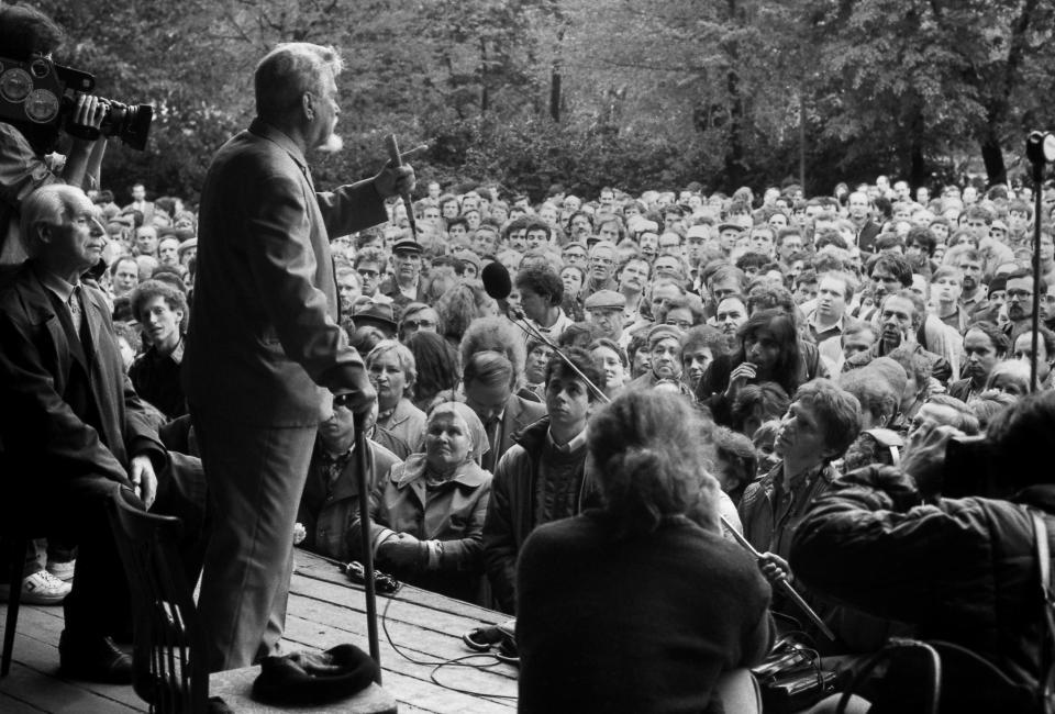 Митинг в Юсуповском саду 14.06.1988. Фото Владимира Меклера.