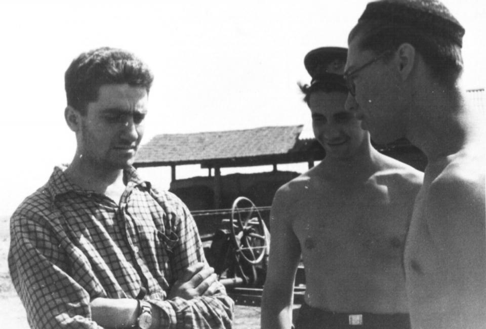 Валерий Ронкин (слева) и Владимир Гаенко (справа). Целина, 1958