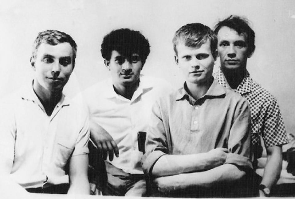 Эдуард Хямяляйнен (второй справа) с товарищами на строительстве Ингурской ГЭС. Грузия, 1968. Из личного архива Э.Хямяляйнена.
