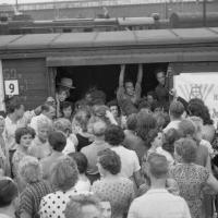 Отправление поезда на целину с Московского вокзала. 1961. Источник фото: https://avp23649.livejournal.com/268145.html